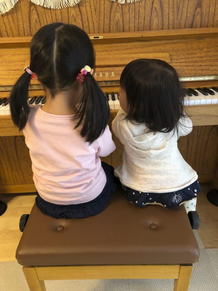 姉妹でピアノ