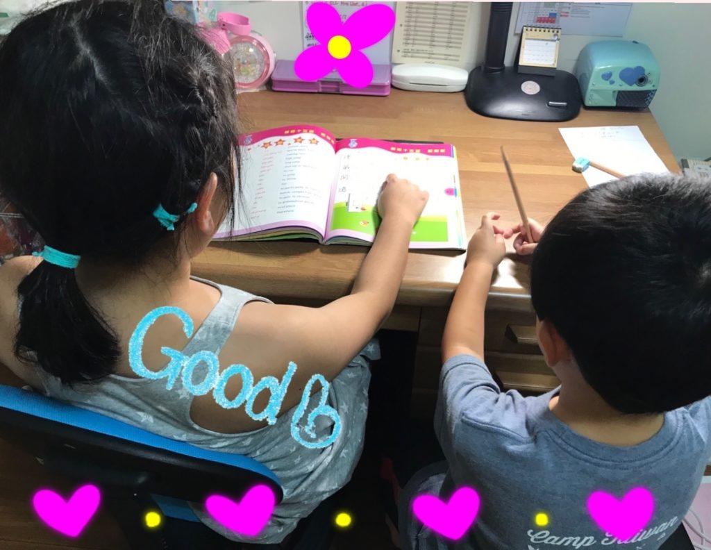 娘と息子が仲良く勉強